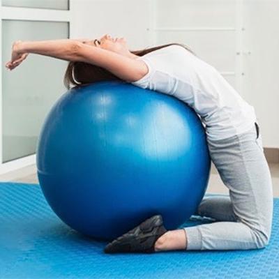 Trabajo de espalda: estiramientos y ejercicios con pelota (fitball)